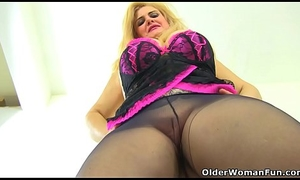 Euro milf Musa gives her pink chink a sex toy delicious