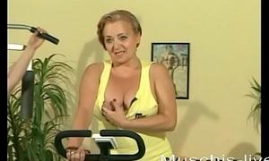 3 MILFs do lesbian sex in the gym